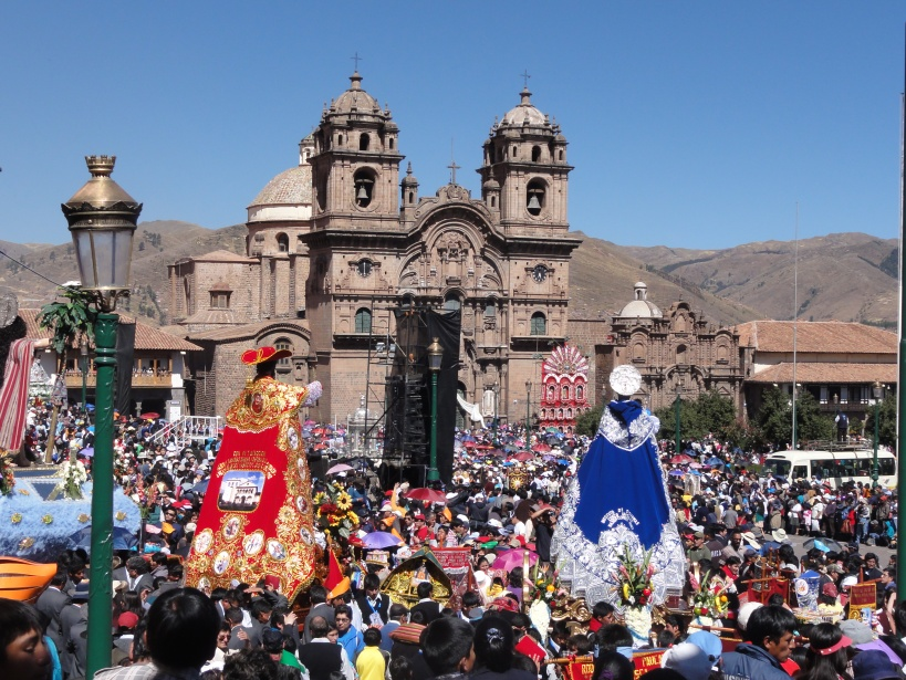 15 effigies of saints are carried to the Plaza de Armas